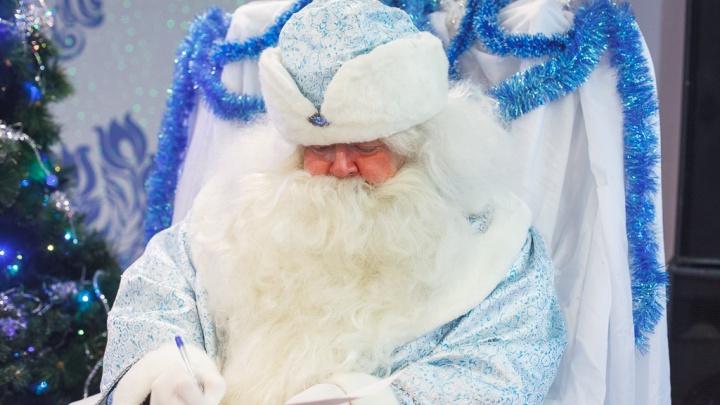 Заглядываем в письма, которые тюменцы отправили Деду Морозу: что просят дети, женщины и мужчины