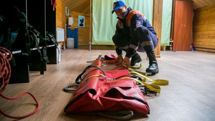 Помогите мне тоже: спасатели вывели со «Столбов» сразу двух женщин с травмами ног