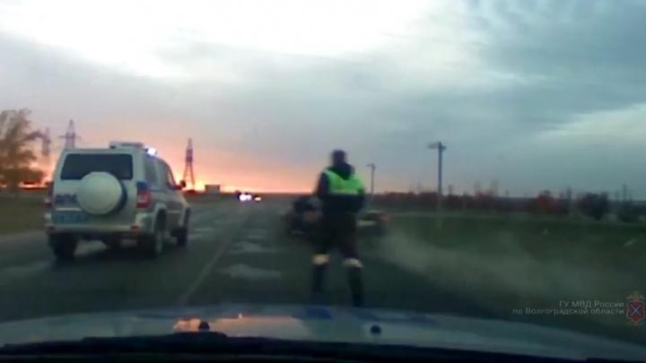Пьяный водитель затеял остросюжетную погоню на трассе в Волгоградской области — видео
