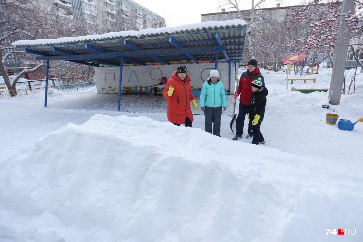 Набросать снег, утоптать его и залить — недостаточно для хорошей горки