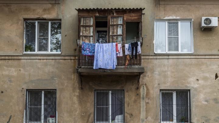 «Нас бросили перед зимой»: в Волгограде дом в старом Горном поселке остался без управления