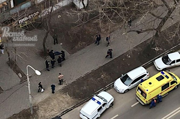 Сотрудники полиции ищут нападавшего