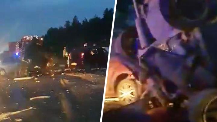 Автомобиль сплющило: видео последствий смертельного ДТП у Красного Яра