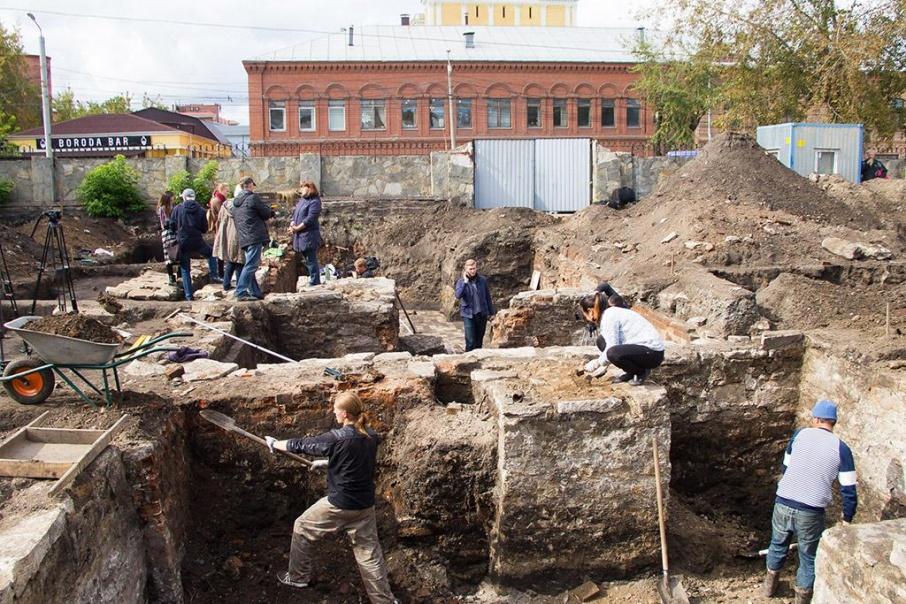 После археологических раскопок на месте старинного водочного завода началось стройка гостиницы