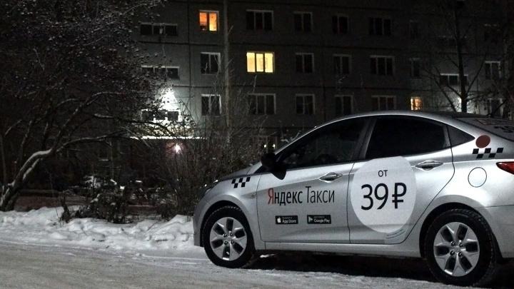«Братан, отвези на горку, где я в детстве катался»: таксисты рассказали о работе в новогоднюю ночь