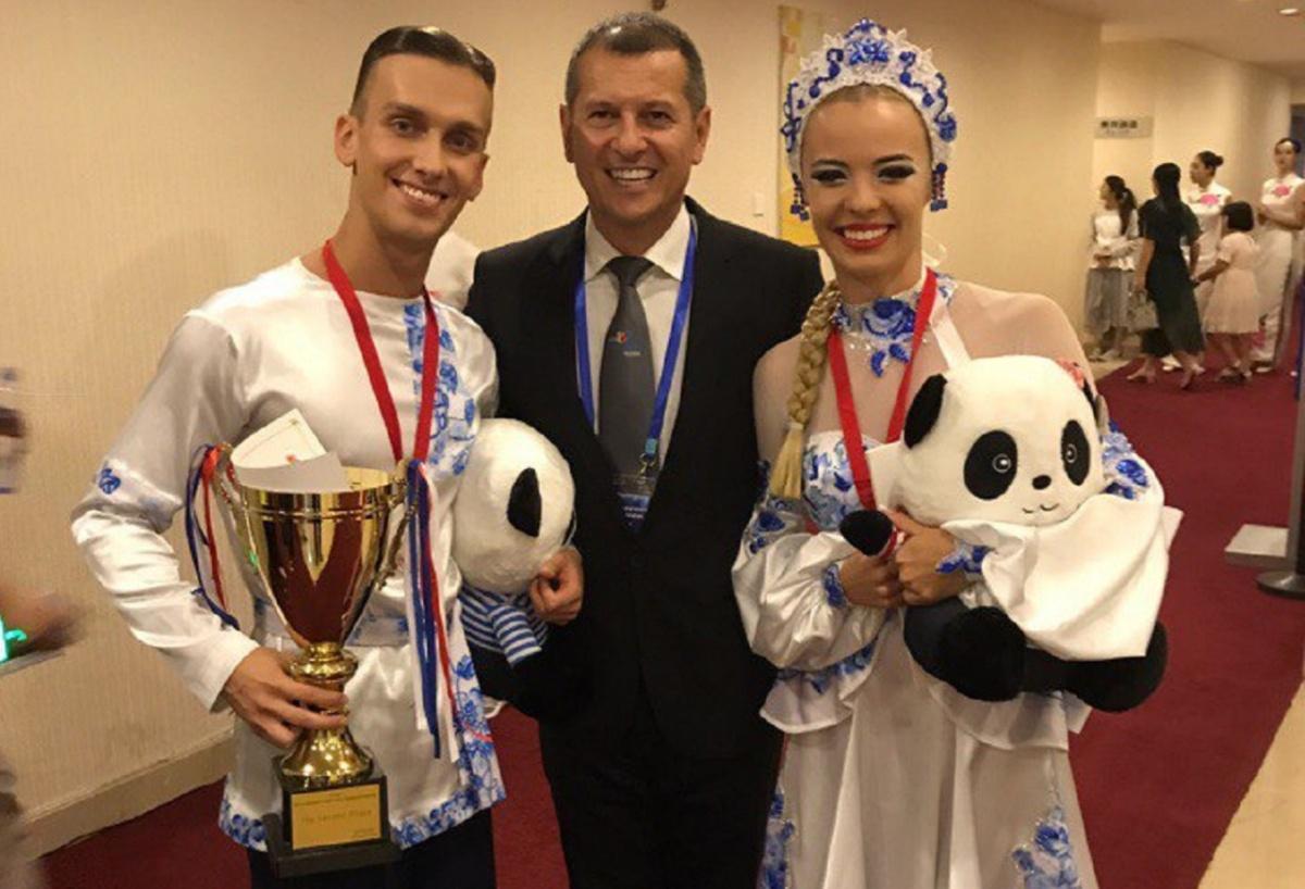Анастасия и Дмитрий выступали в костюмах с национальными мотивами