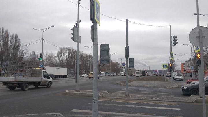 На Мехзаводе увеличат фазу зеленого светофора на пешеходном переходе через Московское шоссе