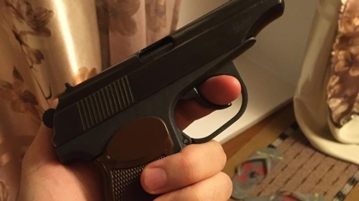 В Кургане подросток выстрелил в полицейского из пневматики