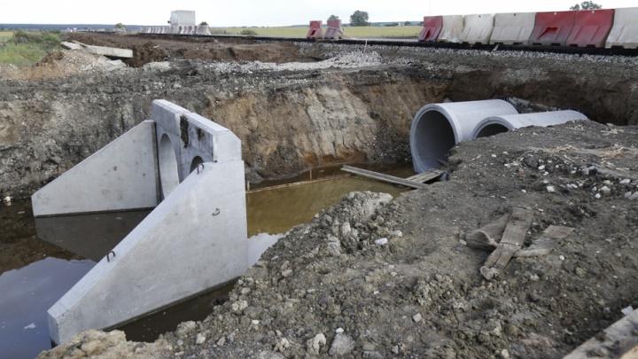 В Курганской области из-за ремонта федеральной трассы затопило поля