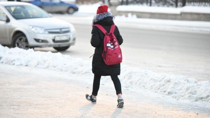Голые щиколотки и «забытые»шапки: 20 фото модников с морозных улиц Екатеринбурга