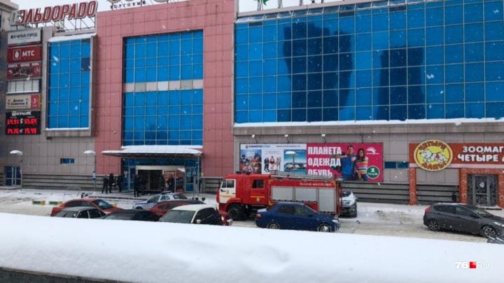Вторая волна: в Ярославле из-за сообщения об угрозе эвакуировали торговый центр