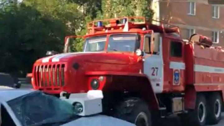 На Дону пожарная машина протаранила иномарку