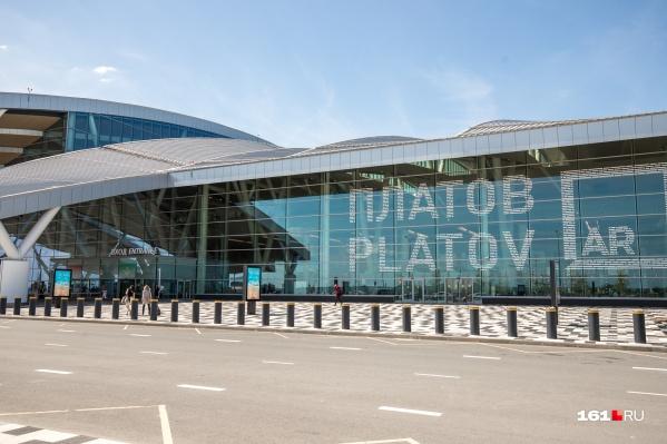 Троим пассажирам запретили вылететь из Платова из-за алкоголя