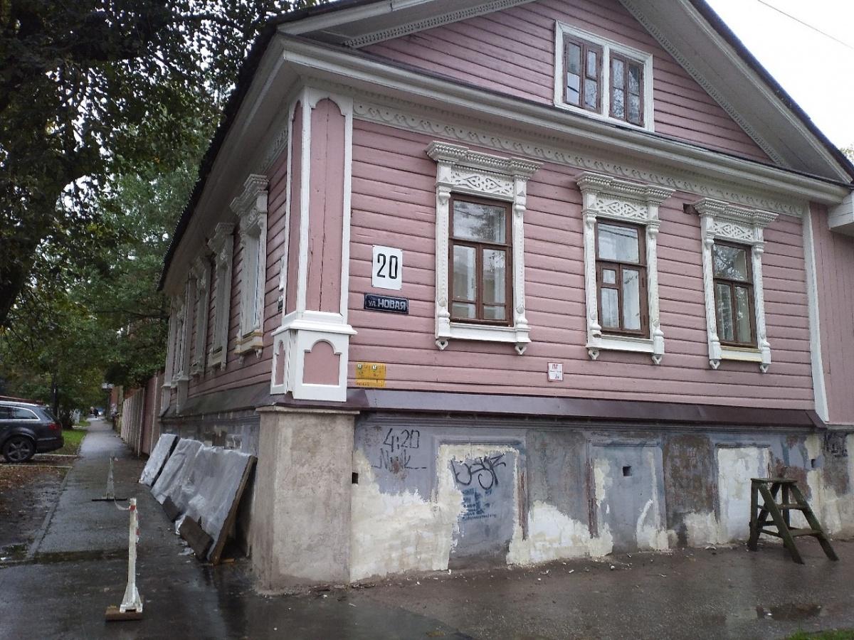 У всех домов покрасили фасады