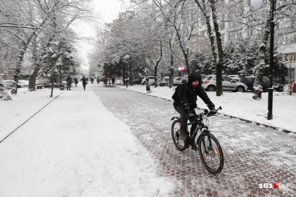 Велодорожек в Ростове мало, приходится ездить по пешеходным тротуарам
