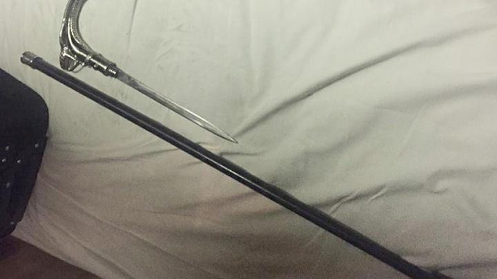 «Носил для самообороны»: челябинца задержали в поезде из-за спрятанного в трости клинка
