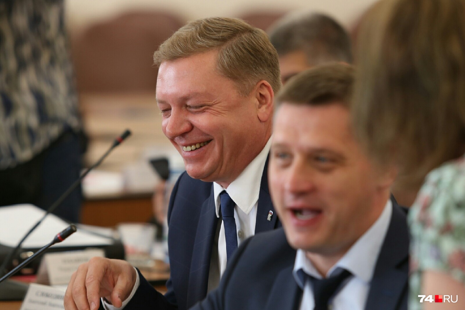 Дмитрий Холод (слева) вместе со всеми шутил и смеялся