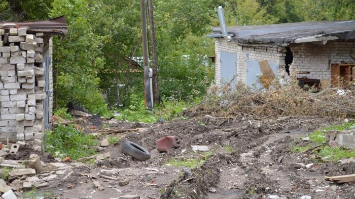 На Разгуляе ровняют с землей гаражи, чтобы строить театр. Ни документов на снос, ни проекта пока нет