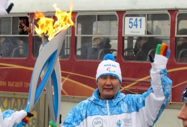 В 2014 году Камчыбек Каримов нес олимпийский факел по улицам Екатеринбурга