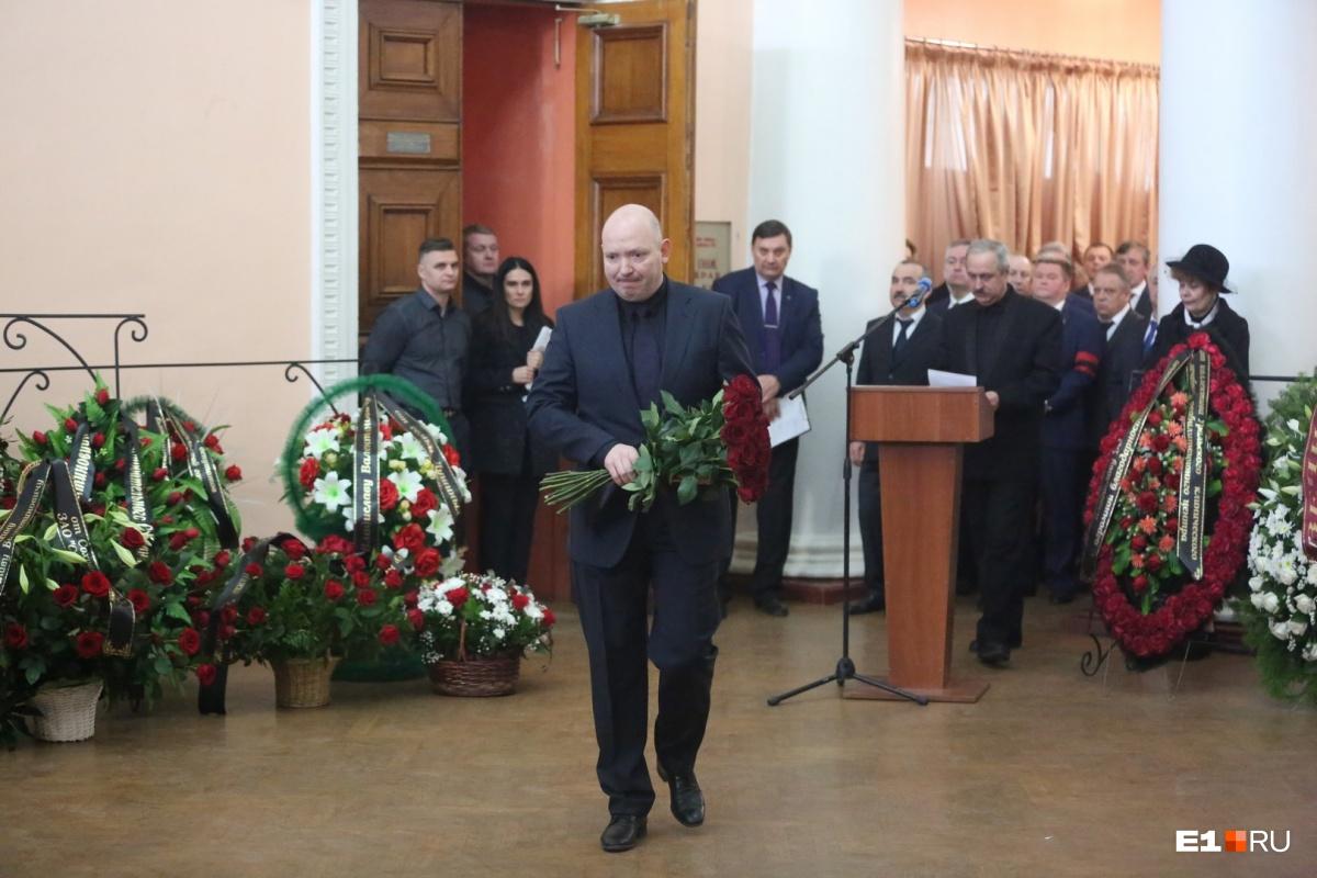 На прощание пришел директор ВСМПО-Ависма Михаил Воеводин