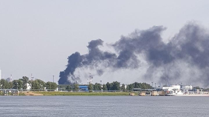 В Советском округе небо заполонил черный дым