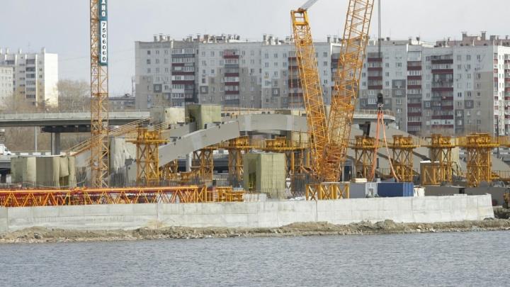 Строителей конгресс-холла в Челябинске наказали за загрязнение реки Миасс