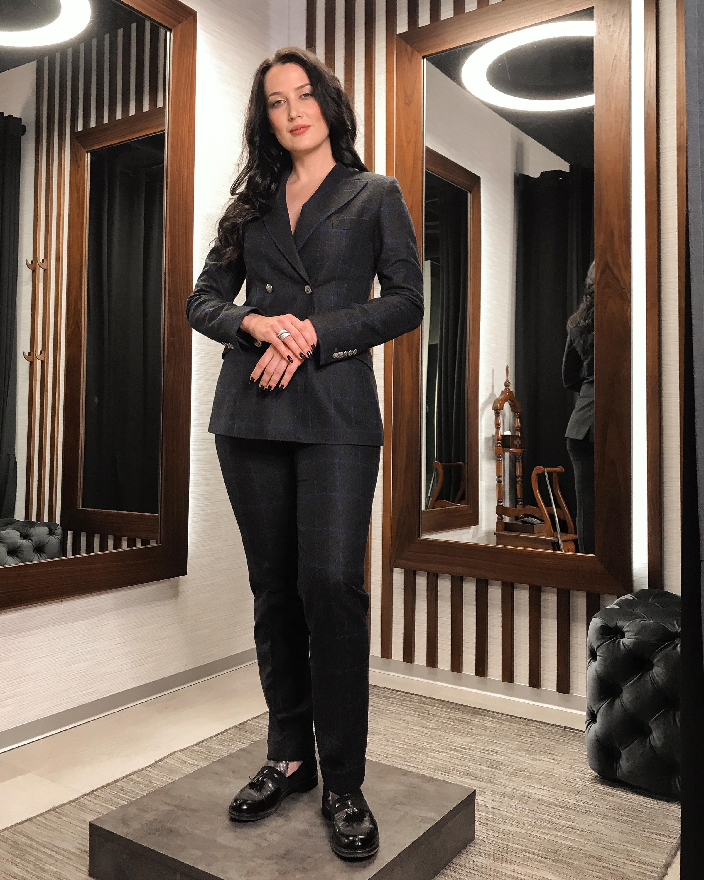 Таша в костюме от своего модного дома