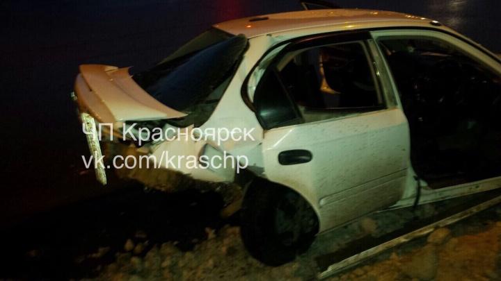9 машин попали в аварию на обледенелой дороге у Шинного моста