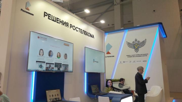 Более 12 000 камер по всей России снимали, как школьники сдают тестовое ЕГЭ