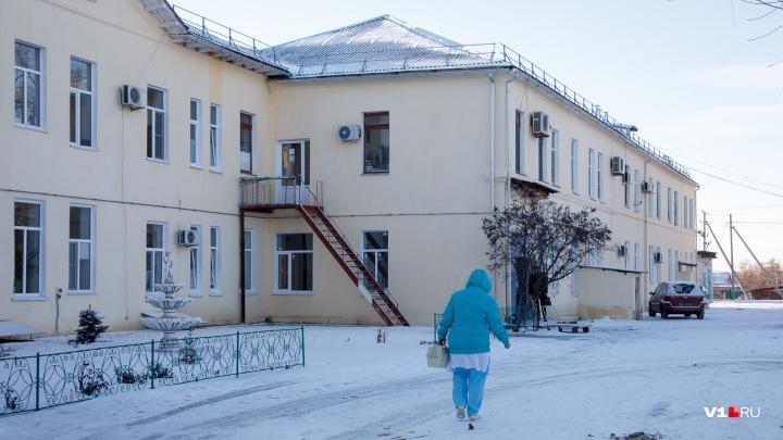 «Упал по пути из школы»: накрывший Волгоградскую область гололед покалечил ребенка и пенсионера