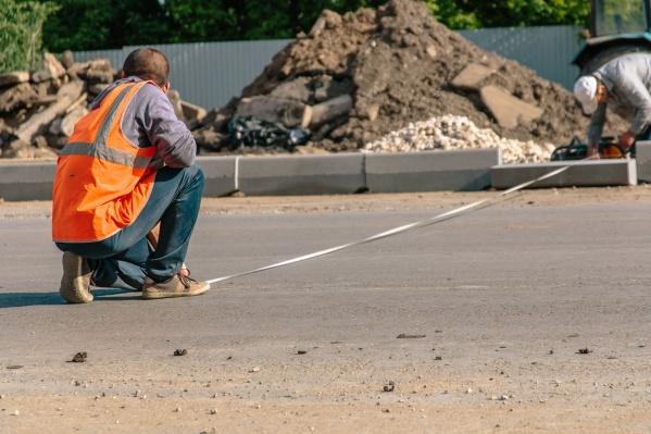 Дорогу ремонтируют картами по 100 метров