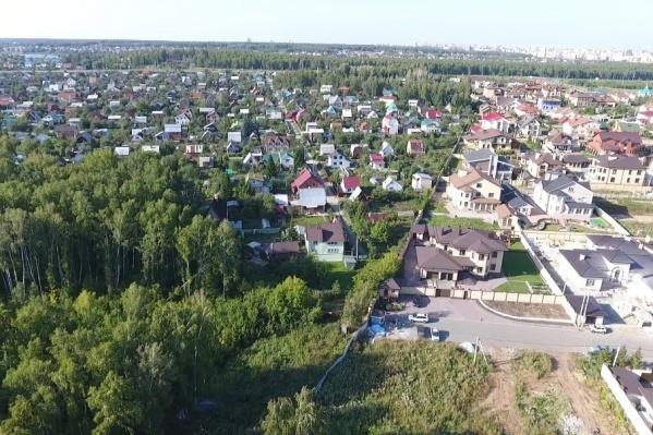 Трассу поведут по садам, чтобы не трогать соседний элитный посёлок