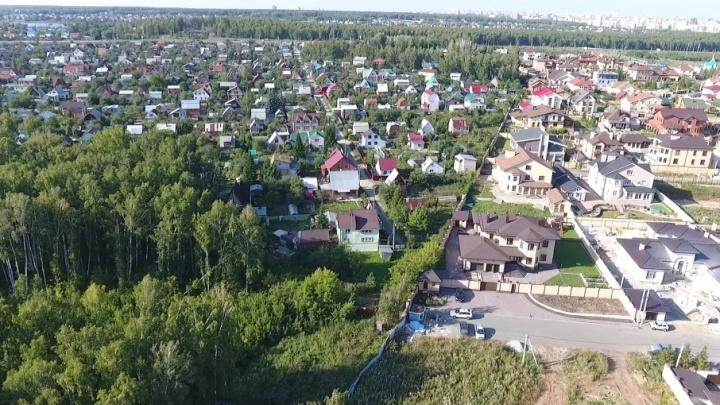 «Спрятали постановление»: власти утвердили прохождение дороги через сады под Челябинском