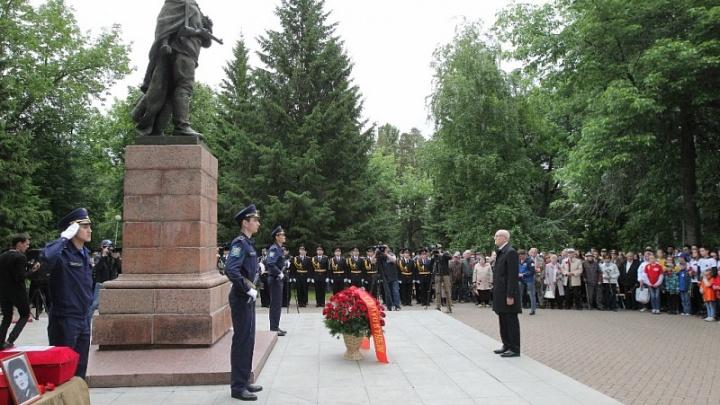 День памяти: глава Башкирии возложил цветы к памятнику Матросова