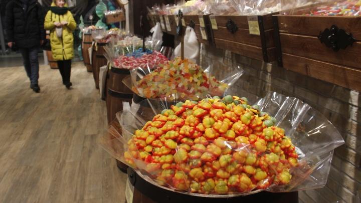 Паучки в сахаре и кровавые глаза: Новосибирск захватывают магазины со странными сладостями