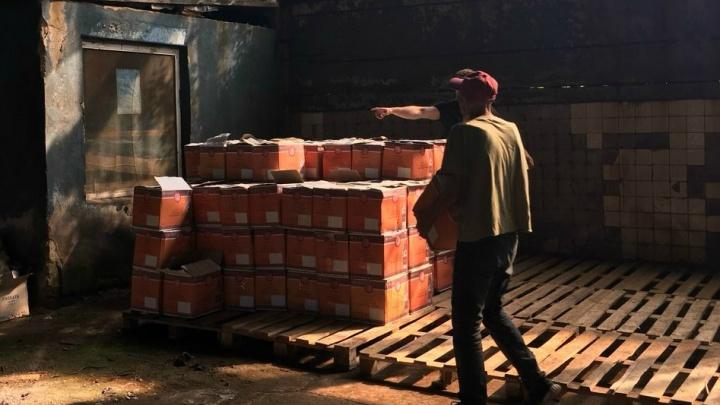 Из квартиры ярославца вынесли больше пяти тонн коньяка и водки