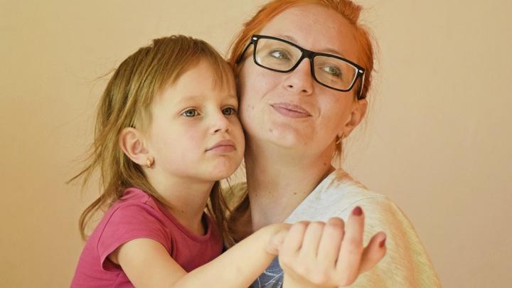 «Это будет последний раз, когда я её увижу»: истории сибирячек, у которых мужья украли детей
