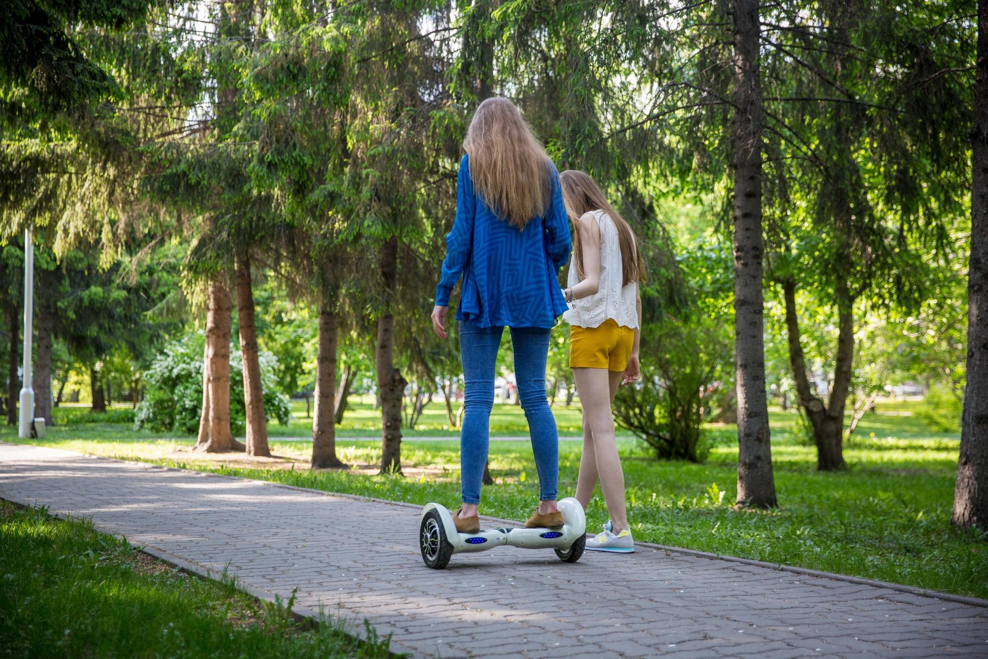 Батарейка между ног: электросамокаты и электроколёса заменяют новосибирцам метро и автобусы