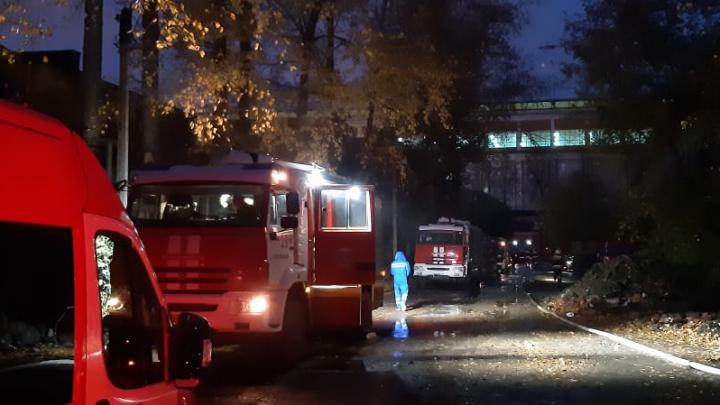 В Екатеринбурге произошел пожар на территории бывшего турбомоторного завода