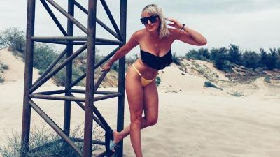 «Прёт энергия секса!»: волгоградки на пляжах призывают любить и работать над собой