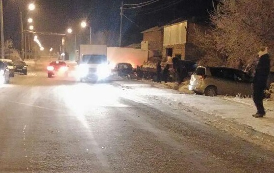 ВодительBMW врезался в три автомобиля, а потом скрылся с места аварии