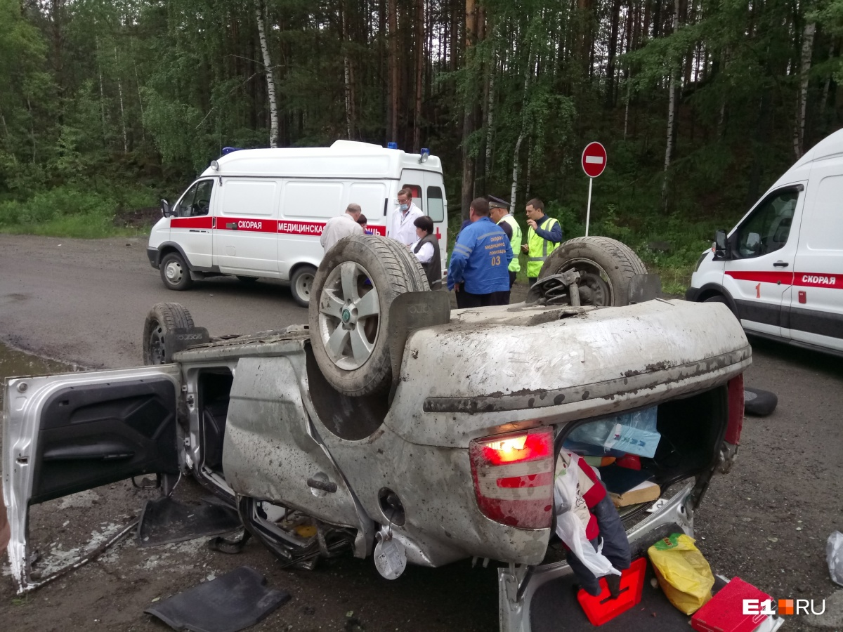 На место аварии выезжали две бригады медиков