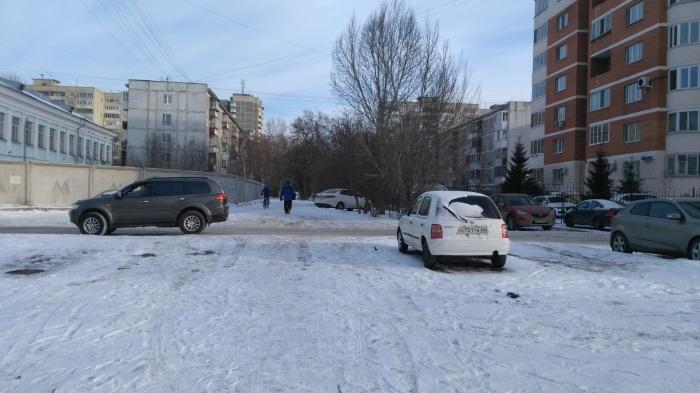 На зимнем фото видно место, где родители просят установить пешеходный переход