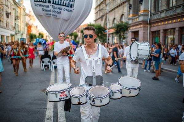 Творческие коллективы создадут атмосферу праздника в центре города