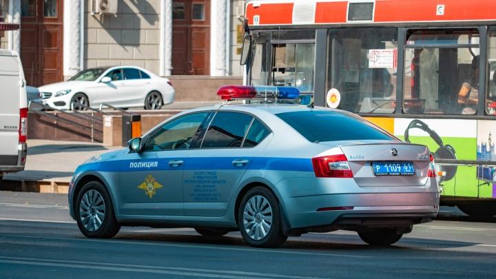 Мужчину с годовалым сыном сбила легковушка в Ростовской области