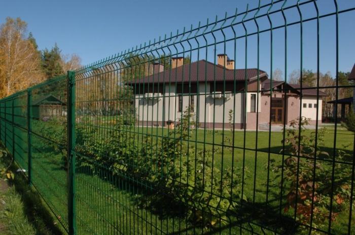 Выгодные решения для забора и фасада дома