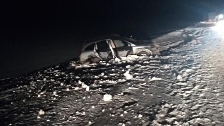 Водитель грузовика пошёл на обгон на трассе и устроил смертельное ДТП на встречке