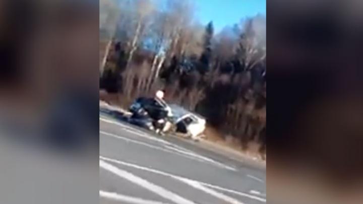 «Машину разорвало пополам»: на даниловской трассе фура снесла легковушку