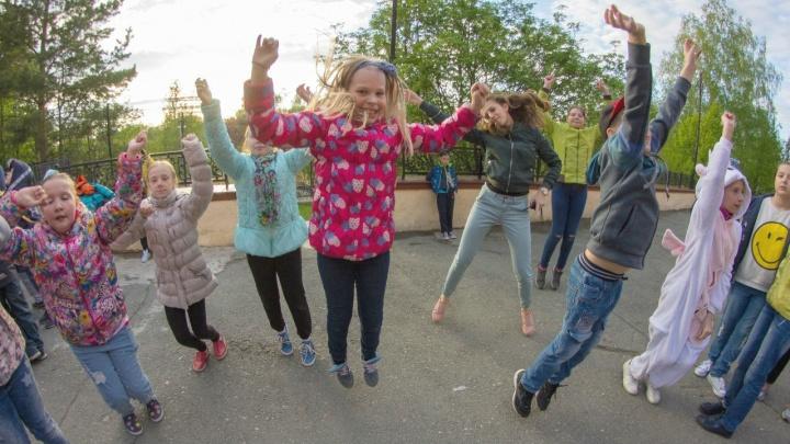 Смена школьных декораций: куда отправить ребенка на весенние каникулы