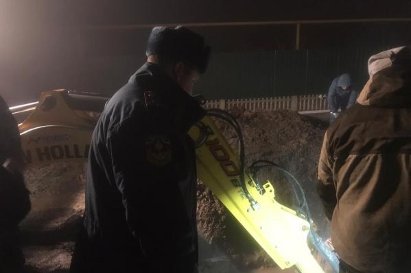 Спасатели устраняют последствия аварии